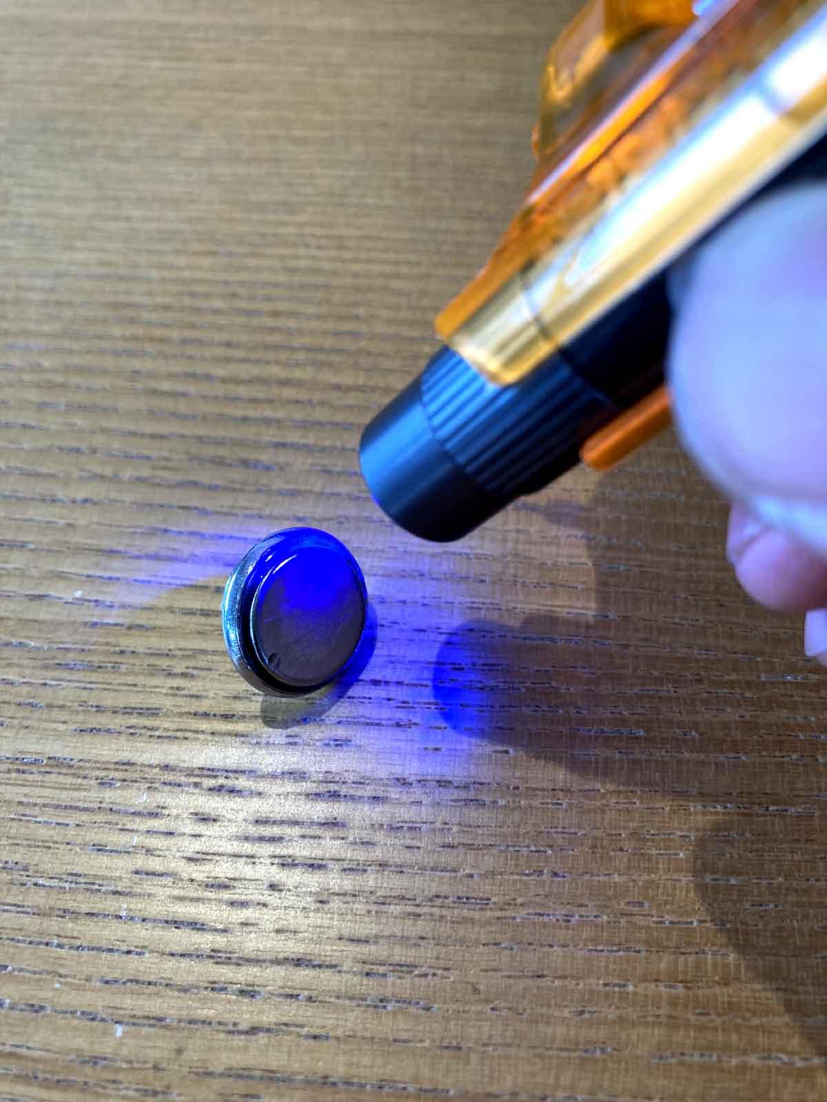 あとは、 100均超強力マグネット 防水加工DIY方法4選 の記事にあるUVレジン法を使って防水コーティングします。
