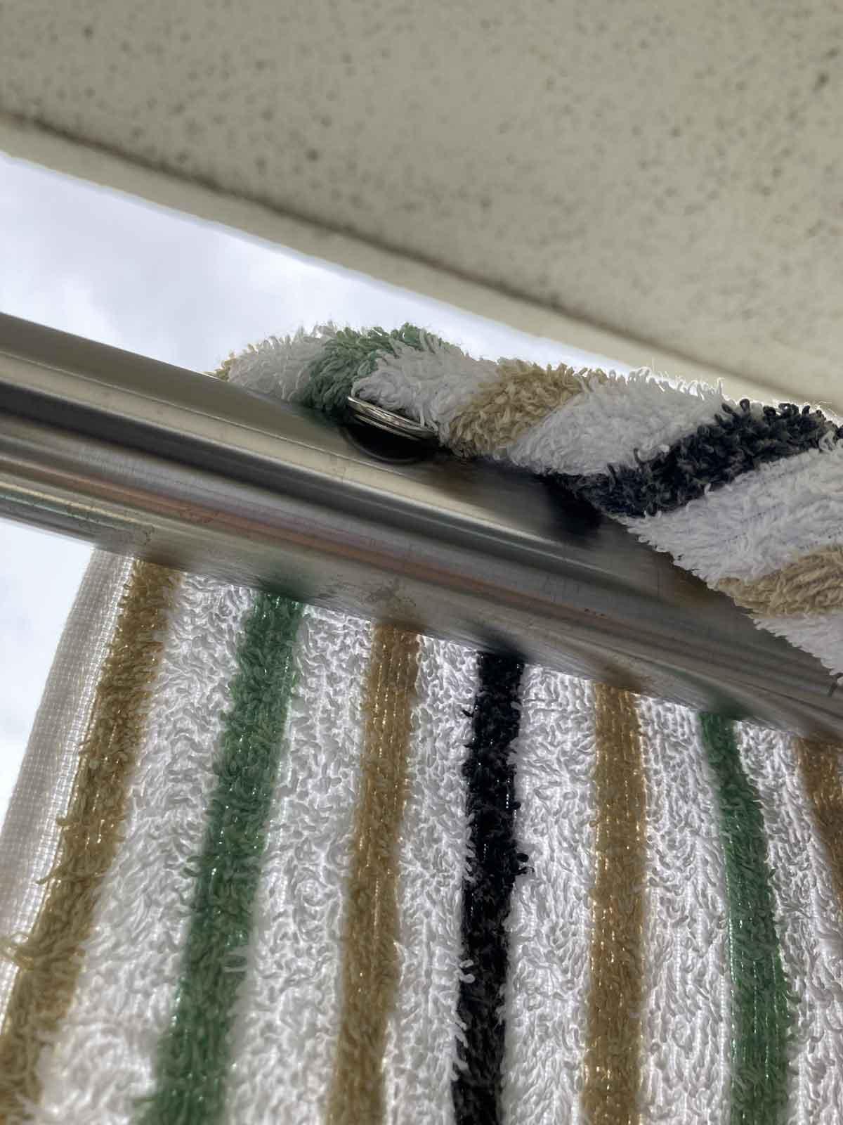 タオルなどに磁石を取り付ける