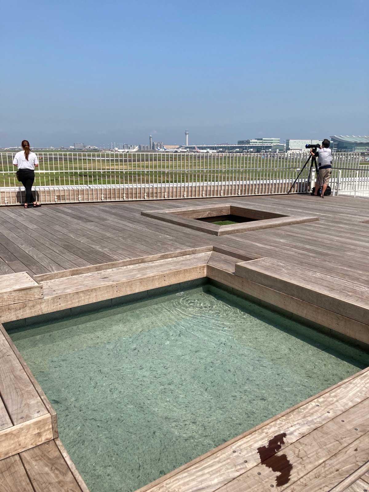 足湯のある無料共用スペース