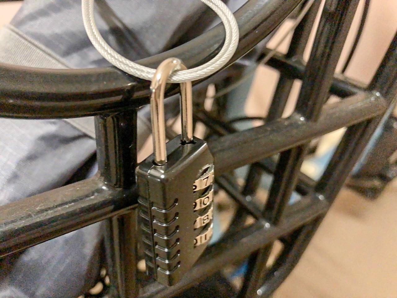 ワイヤーと錠前も最初から付属