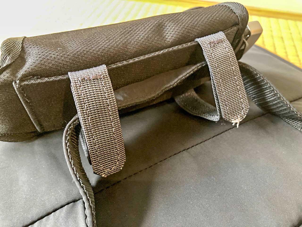 普段の鞄の外側につけられ、すぐ乾く
