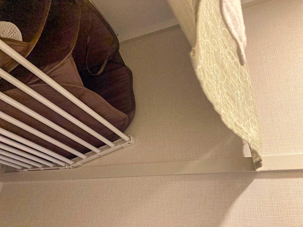 伸ばした部分も棚になっているタイプの突っ張り棚